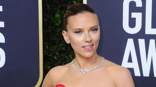 Scarlett Johansson with Bulgari necklace